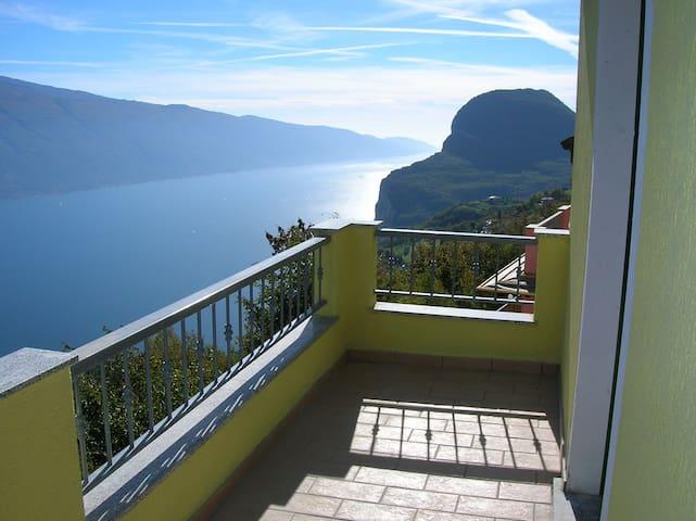 appartamento bilocale vista lago - Pieve - Leilighet