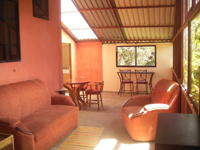 A Bright Airy Space - San Isidro de Heredia - Apartment