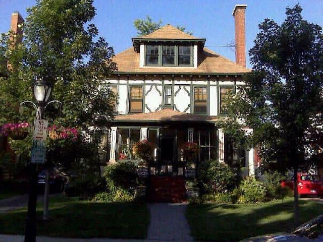 Maison charmante Arts et Artisanats - Buffalo - Bed & Breakfast