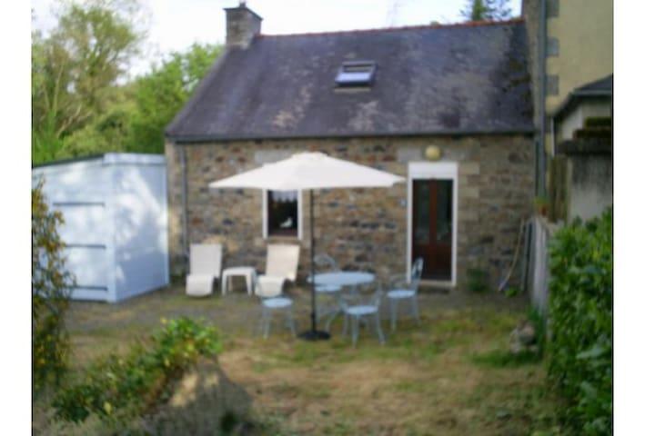 Petite maison bretonne cosy - Plusquellec