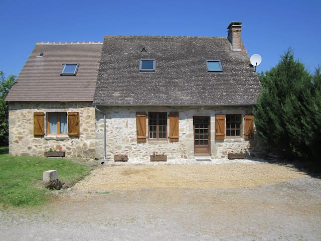 Beautiful Cottage with heated pool in the summer. - Lussac-les-Églises - House