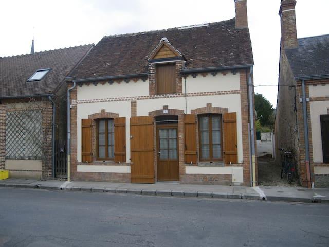 Petite maison très ensoleillée en Sologne - Clémont - Radhus