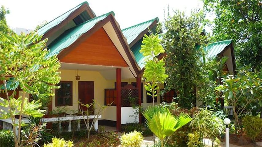 Air-con, 1 King bed, free WiFi, Room Only, Ao Nang - Mueang Krabi
