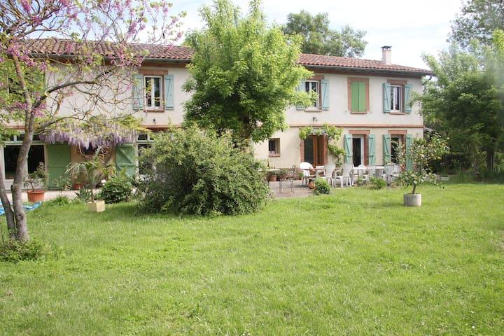 Dans maison parc 20mn sud Toulouse - Lherm - Bed & Breakfast