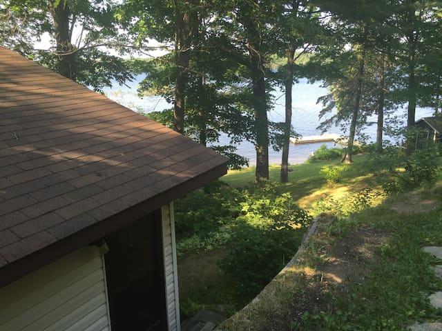 Lakeside 1 Bdrm cabin 5 minutes to Parry Sound - Parry Sound - Casa de campo