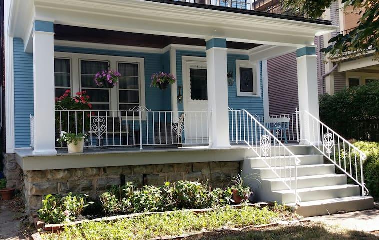 Charm of Old Elmwood Village - Buffalo - Lägenhet