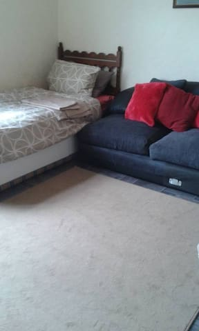 cosy single room 20 mins  walk to town - County Durham - Huis