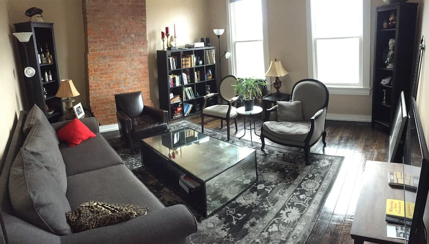 Lovely Private Room in Downtown/OTR with Parking - Cincinnati - Appartement