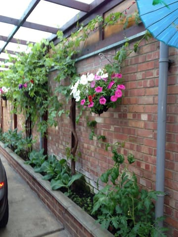 Large town house: double room and private bathroom - Peterborough