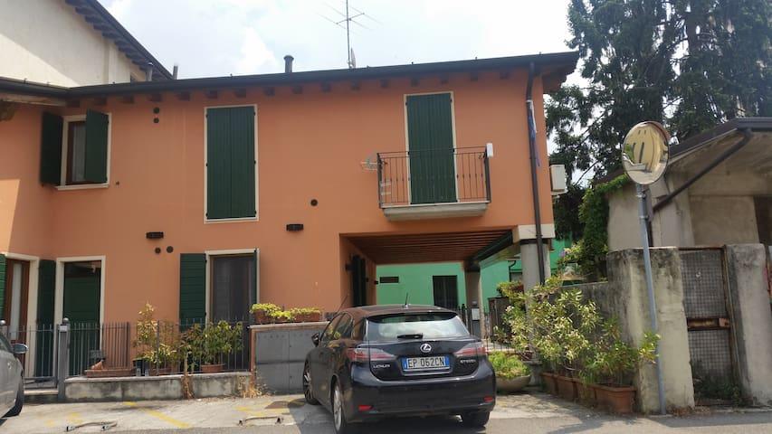 AMPIO MONOLOCALE AD UN PASSO DA BRESCIA - San Zeno Naviglio - Apartamento