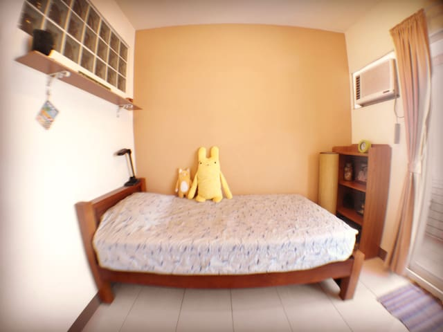 Backpacker Shared Room and Bath w/ Private Balcony - Chaozhou Township - Daire