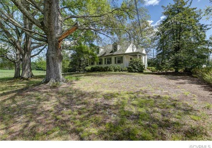Large Room in Country House - Ashland