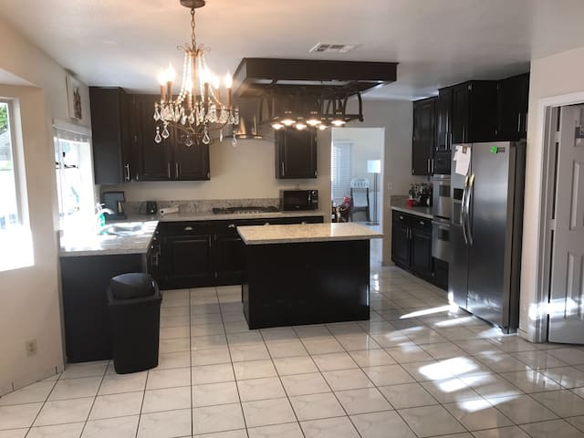 Spacious home with private pool and spa - Las Vegas