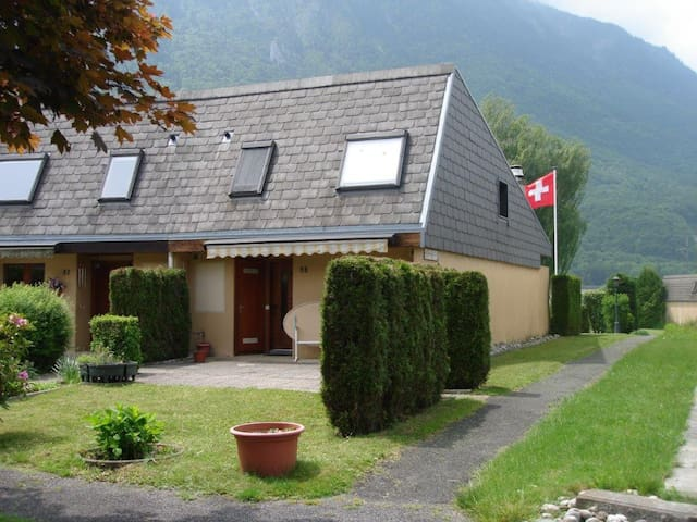 House in Paradise with semi-private lake & beaches - Port-Valais - Haus