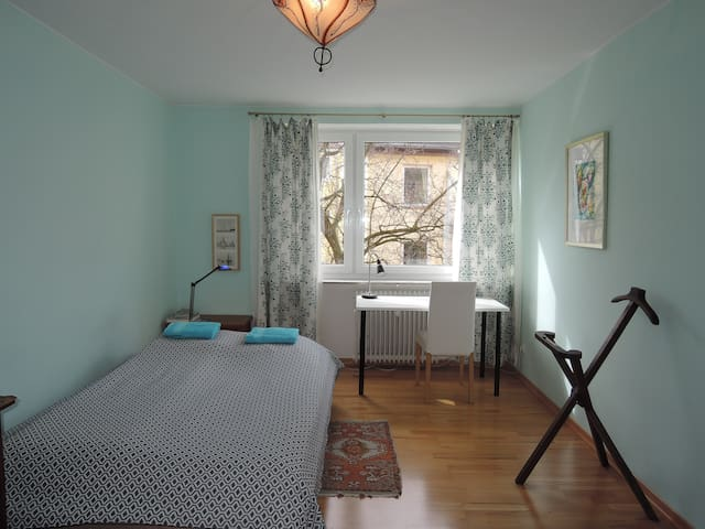 Quiet, centrally located, cosy room - München - Bed & Breakfast