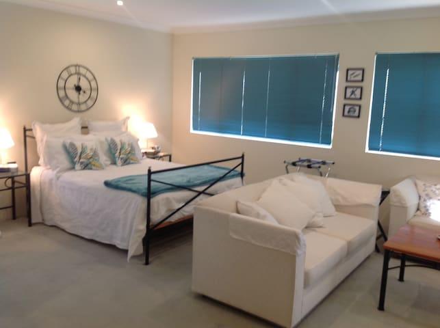 Gold Coast Escape - Runaway Bay - Bed & Breakfast