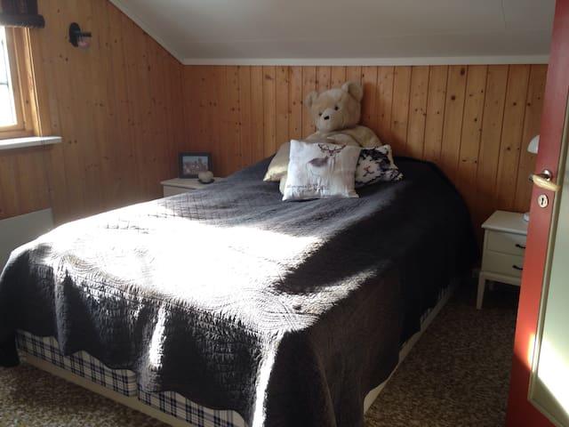 Cozy room w/parking - Follebu - Casa