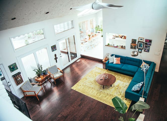 Modern Home in Beachwood with Pool - Beachwood - Huis