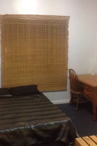 Oxley Double bed - single room. - Oxley - Casa