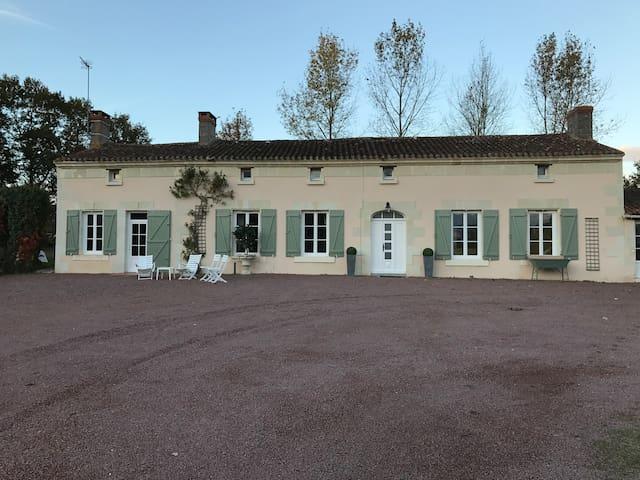 Loire Valley - Le Clos du Sablon ~ 1 -10 guests - Nueil-sur-Layon - Huis