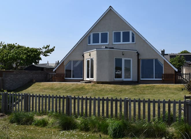 Hawthorn Cottages East by the Beach - Carnoustie - Дом