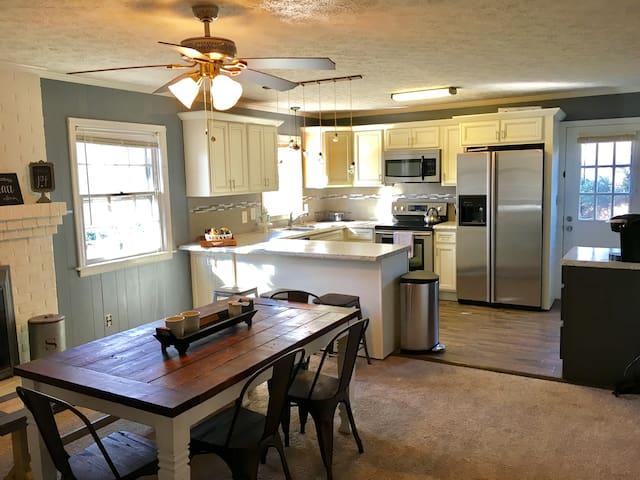 3 BD 2BA Convenient Ranch Style Home - Lynchburg - Casa