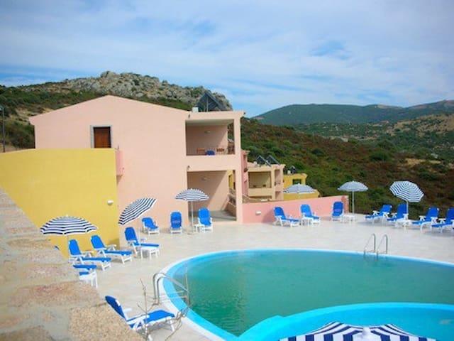 appartamento con piscina t03 - Trinità d'Agultu e Vignola - 아파트