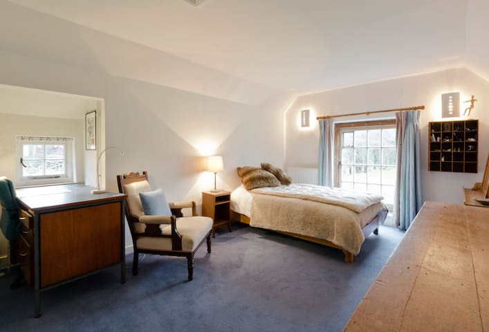 Large. Bright. Comfortable bedroom - Badshot Lea