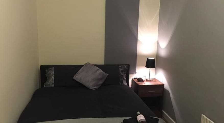 Comfortable Private Room - Double Bed & TV     (6) - Stoke-on-Trent - Huis