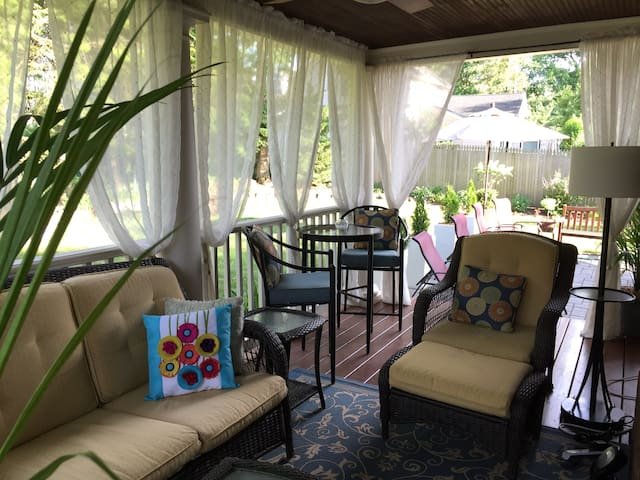 Close to NYC, comfortable home away from home - Ridgewood