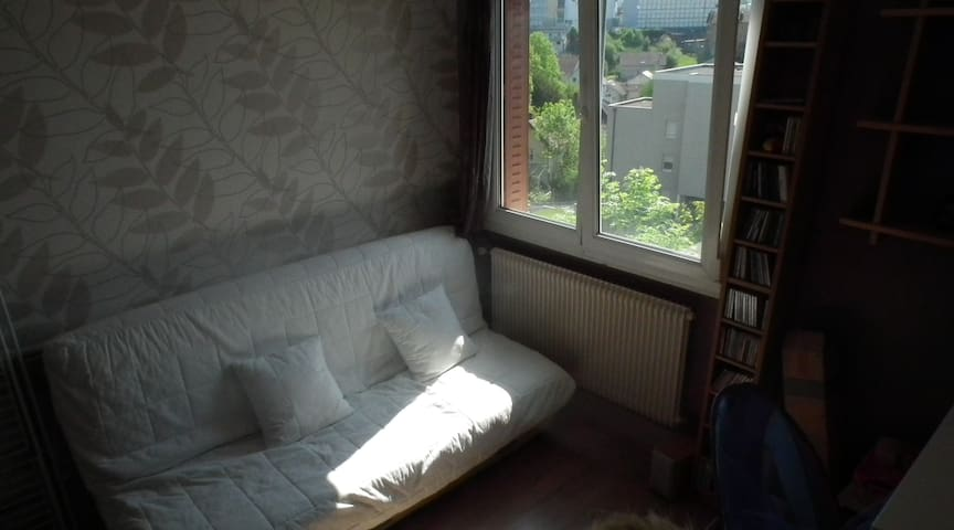 Chambre douillette avec piano dans appart' cosy - Besançon - Apartamento