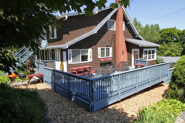 4 Bedroom Colonial Home in the Adirondacks - Lake George - Haus