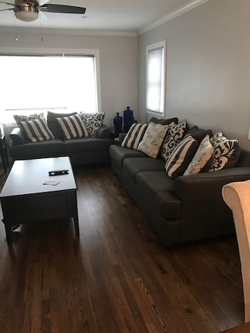 Cozy, Clean and Quiet Private house available. - New Hyde Park