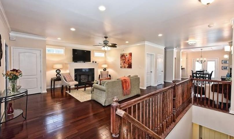 Adorable Craftsman Home with Themed Room & 2 Beds - Charlotte - Ev