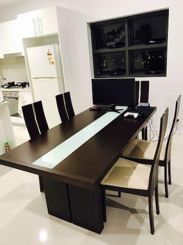 Brand New Apartment in Garden City! - Upper Mount Gravatt - Huoneisto