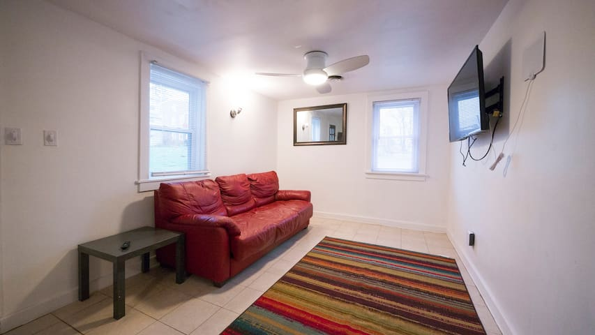 Just Renovated New Appliances Free Parking WIFI - Norristown - House