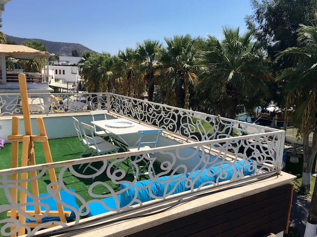 Right in the heart of downtown! + Phenomenal view! - Bodrum - Departamento