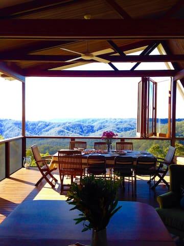Luxurious Mountain Retreat - Maleny - Hus