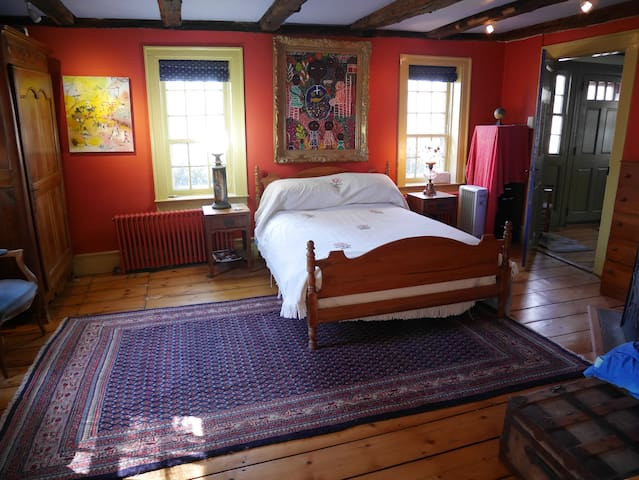 Private Suite in Historic Home - Weston - Casa