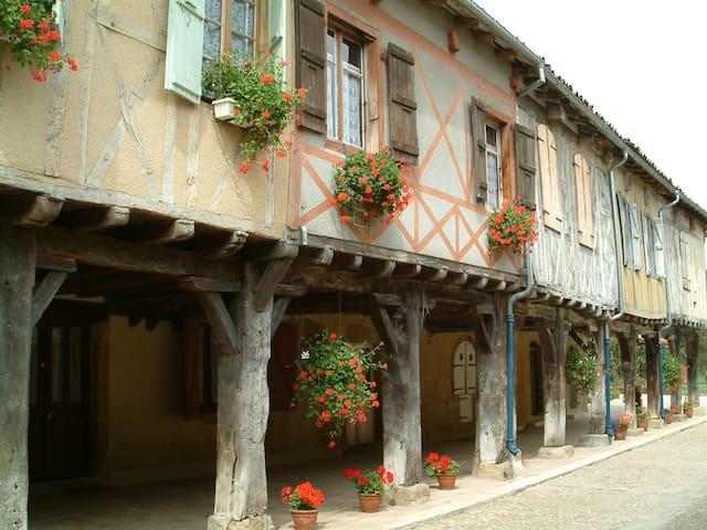 La Maison des Arcades - Tillac - Hus