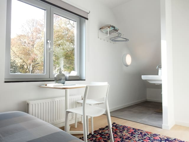 Modern room in our beautiful Maastricht! - Maastricht - Casa