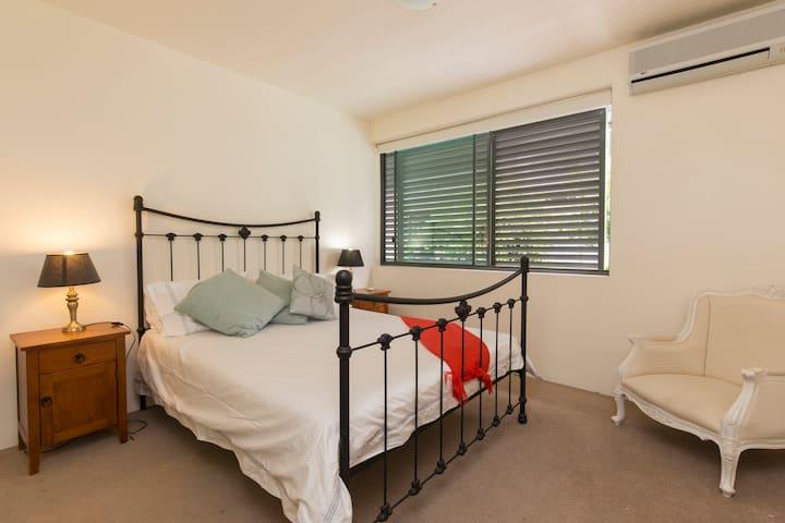 Large private room in River Villa - West End - Villa