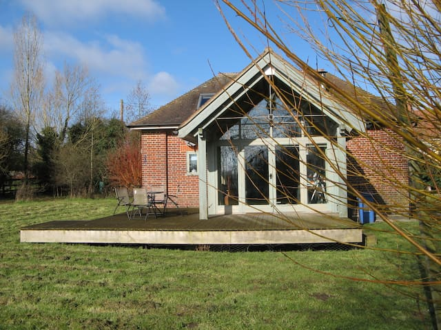 The Pump House, a quirky conversion in Dedham Vale - Stoke-by-Nayland - Hus