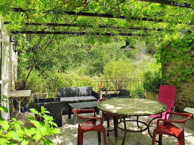 Holiday home in Rochecolombe - Rochecolombe - Casa