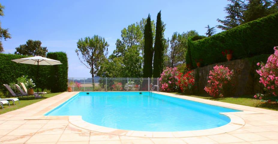 Charming french bastide with pool - Vénéjan - Ev