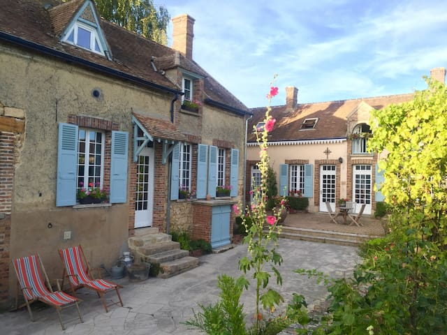 Charming  Guesthouse Room B&B - Montmachoux - Aamiaismajoitus