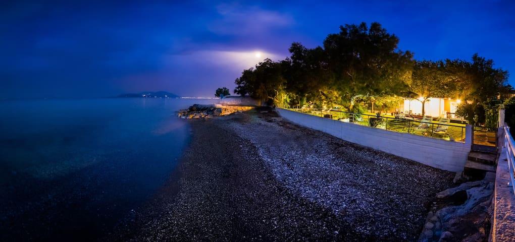 Private beach, Family Paradise - Kato Diminio - Вилла