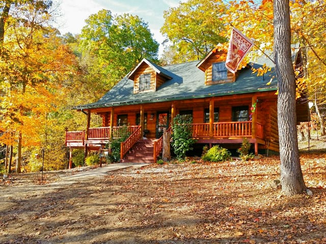 Paint Creek Log Cabin with Hot Tub Jacuzzi 5 BR - Harpers Ferry - Cabaña