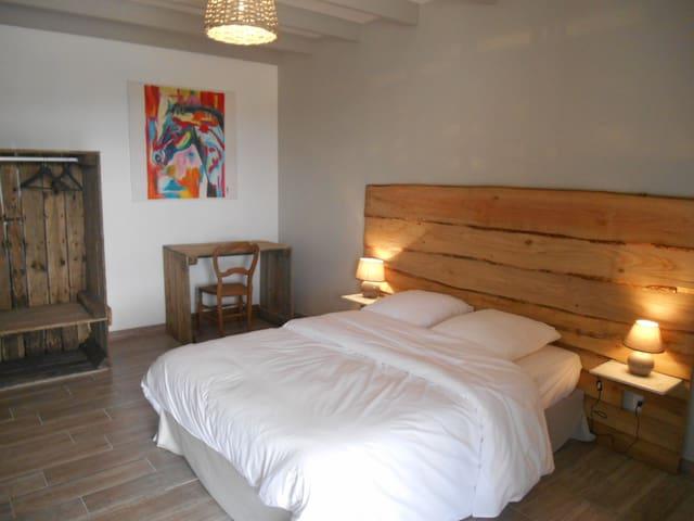 Chambres dans gîte - Villevêque - Hus