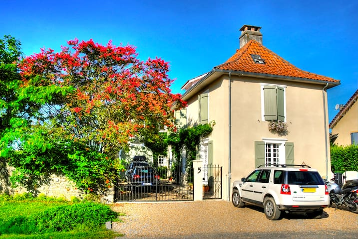 5* Luxury House in the Béarn region of SW France - Gurs - Bed & Breakfast
